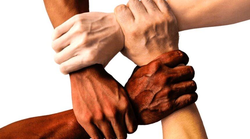 Vi står sammen i verden.